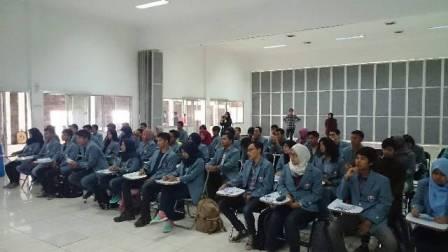 Ratusan peserta acara Latihan Kepemimpinan Mahasiswa Fakultas (LKMF) pada tanggal 19-20 Desember 2015, di Villa Melati putih di Lembang, Bandung Utara.