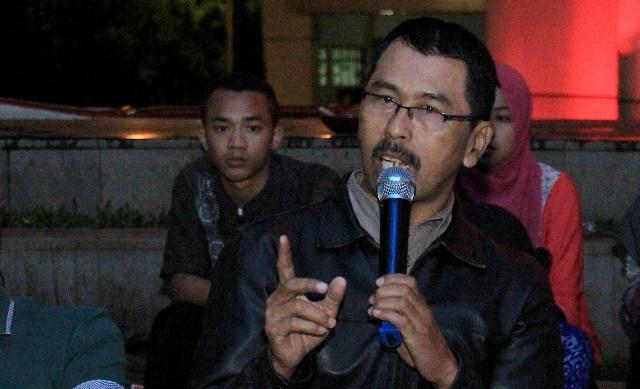 """Agus Setia Mulyadi, guru Mata Pelajaran Matematika SMA Negeri 5 Bandung di acara Bincang Isola yang bertemakan """"Pendidikan Jangan Dikorupsi"""", Jumat (18/12)."""