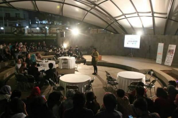 Suasana Bincang Isola di Teater Terbuka Museum Pendidikan UPI, Rabu (30/3). (isolapos.com/Reza A Pratama)