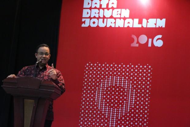 Mendikbud Anies Baswedan menyampaikan sambutan dihadapan para peserta acara Indonesia Data Driven Journalism 2016 di gedung Kridha Bhakti, Jakarta, Sabtu (5/03). Peningkatan mutu pendidikan bukanlah semata-mata peningkatan standar, namun juga diperlukan interaksi antar pelaku pendidikan. (isolapos.com/Ikhsan Ramdhan)